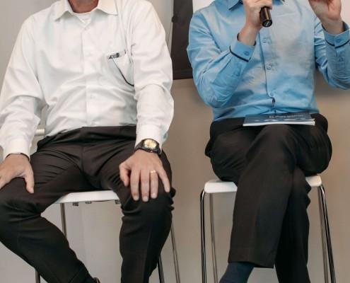 """אופיר פינס פז וח""""כ רועי פולקמן במהלך פאנל בהשתתפותם בכנס """"שקיפות ככלי עבודה"""""""